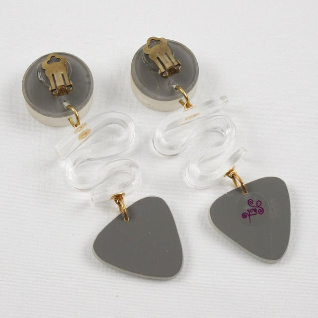 1980s Harriet Bauknight for Kaso Lucite Clip on Earrings Dangle Frosted White For Sale - Image 5 of 8