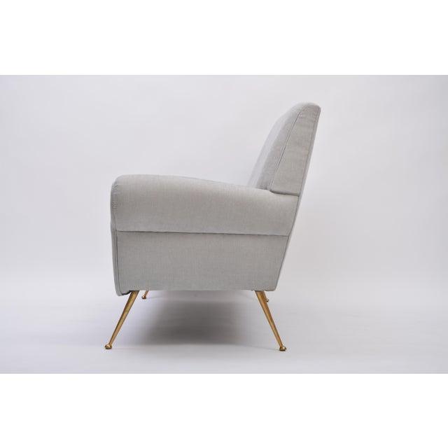 Gigi Radice Reupholstered Grey Midcentury Sofa by Gigi Radice for Minotti For Sale - Image 4 of 9