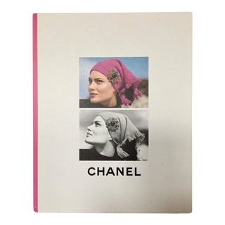 Chanel Boutique - Collection Automne-Hiver 1995-1996 Chanel - Photography by Karl Lagerfeld For Sale