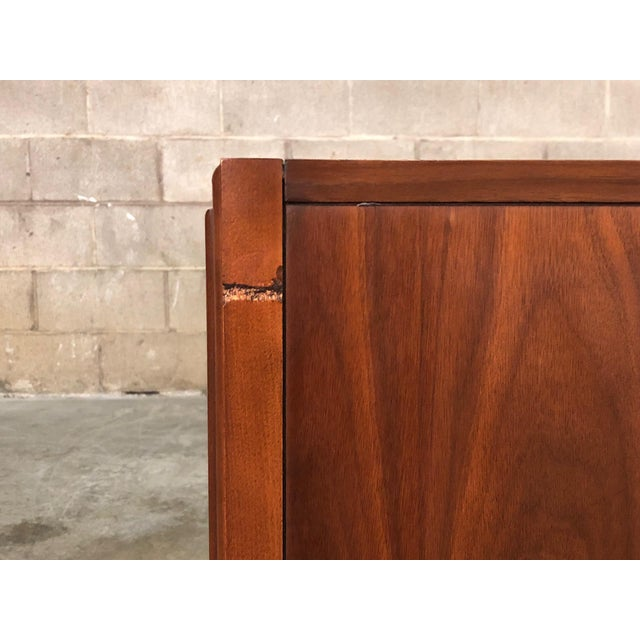 Wood Zenith Mid-Century Modern Stereo Console / Radio / Record Player / Tv Stand For Sale - Image 7 of 13