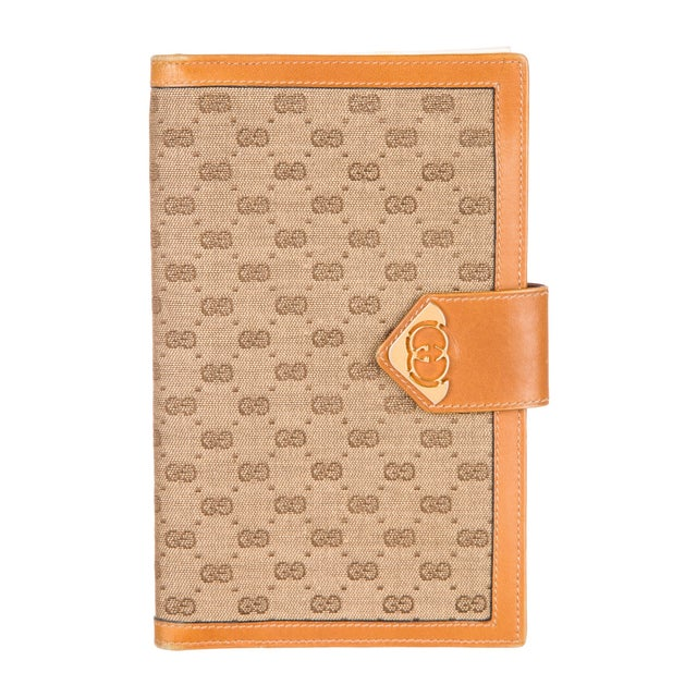 1970s 1970s Vintage Gucci Logo Print Agenda Cover With Original Gucci Stationary Notepad For Sale - Image 5 of 5