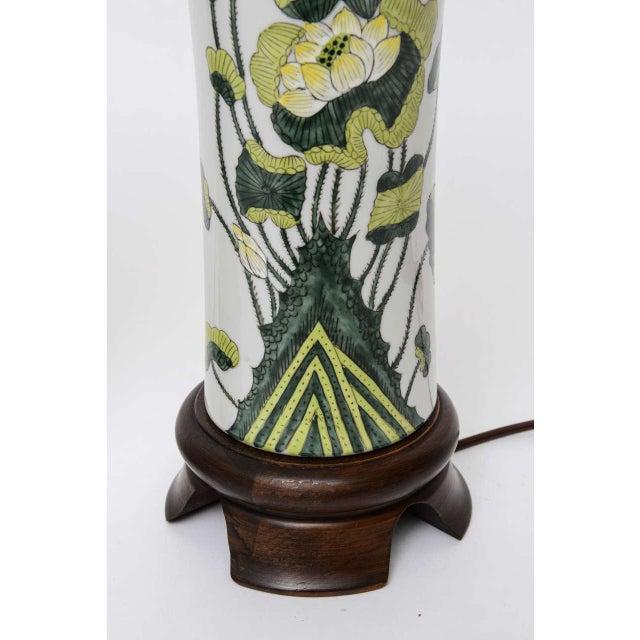 1960s Japanese Porcelain Lotus Flower Vase Form Table Lamps - Image 6 of 9