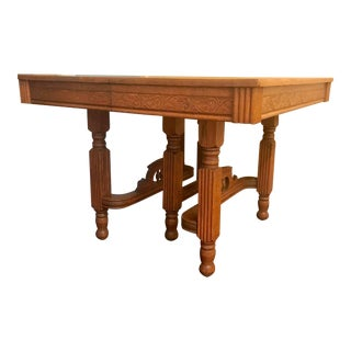 19th Century Victorian Small Dining Room Table With 2 Leaves For Sale