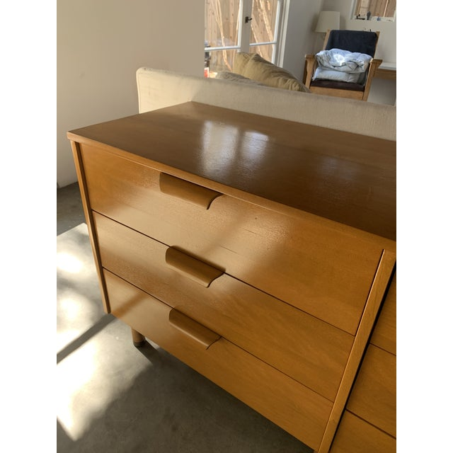 Mid-Century Modern Mid Century 6-Drawer Dresser For Sale - Image 3 of 7