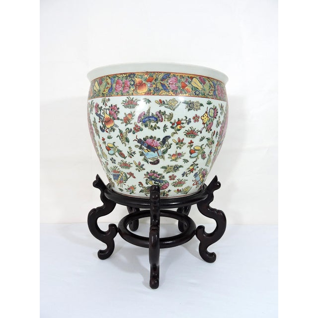 Early 20th Century Antique Chinese Qianlong Porcelain Planter For Sale - Image 4 of 11