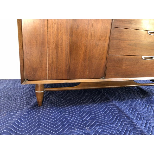 Mid-Century Modern 1960s Mid Century Modern Broyhill Premier Accent Line Hutch For Sale - Image 3 of 13
