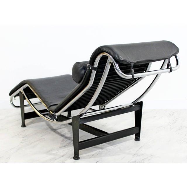 Le Corbusier 1960s Mid-Century Modern Le Corbusier Cassina Black Leather Chrome Chaise For Sale - Image 4 of 8