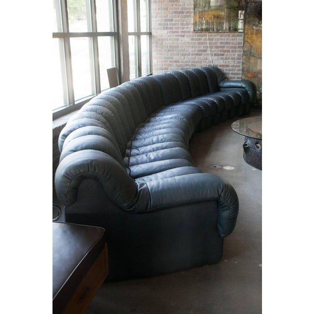 Late 20th Century De Sede Ds-600, Non-Stop Sofa, 21 Sections in Charcoal Blue Leather For Sale - Image 5 of 13