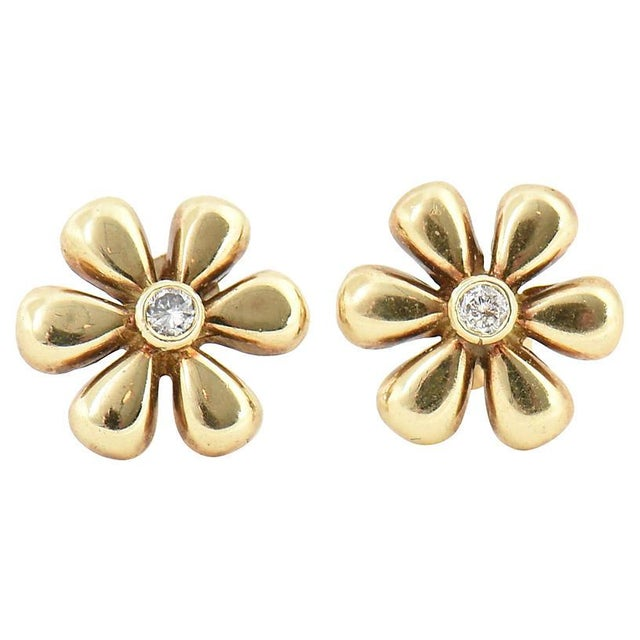 Gold 1990s Vintage Diamond & Gold Daisy Flower Earrings- A Pair For Sale - Image 8 of 8