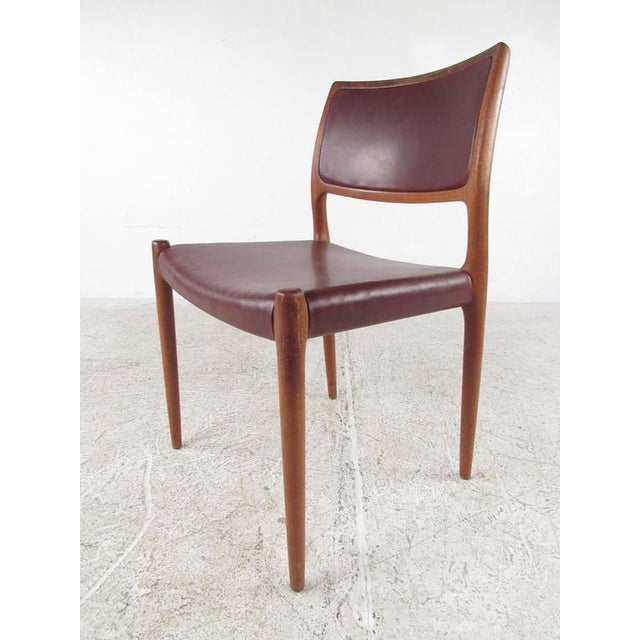 Mid-Century Modern Danish Teak Dining Table & Model 11 Moller Dining Chairs For Sale - Image 5 of 10