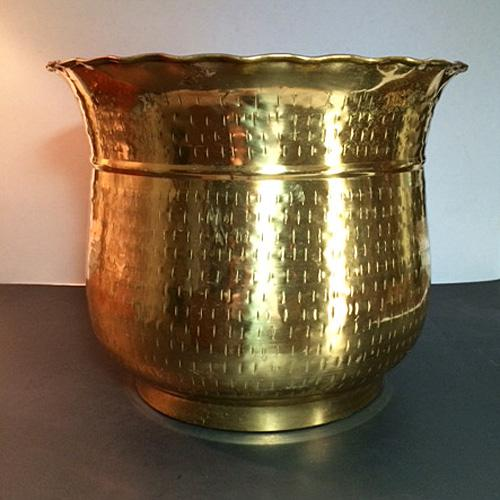 This is a gorgeous vintage hammered brass planter with a ruffled top edge. The hammer marks are unusual in that they are...