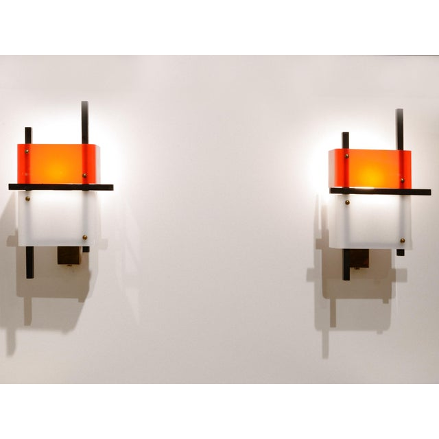 Modern Stilnovo - Pair of Wall Lights in Plexiglass and Lacquered Steel, Circa 1950 For Sale - Image 3 of 8