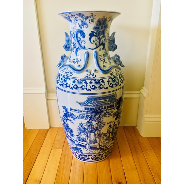 """25"""" Large Asian Shogun Chinese Blue and White Porcelain Urn For Sale - Image 10 of 10"""