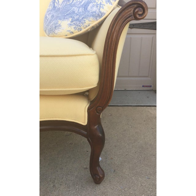 French Vintage Bernhardt French Louis XV Style Settee For Sale - Image 3 of 11