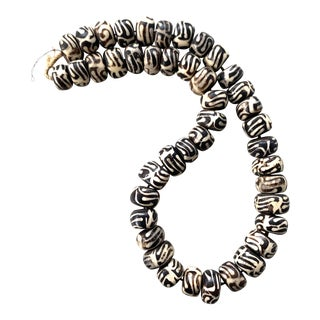 Antique Black and White African Batik Trade Beads For Sale