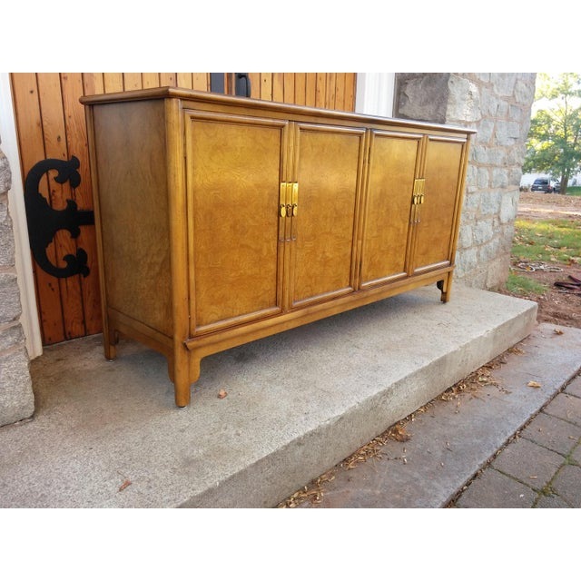 Classic vintage burled credenza by BAKER. A beautiful streamlined piece. Asian inspired/traditional style in very clean...