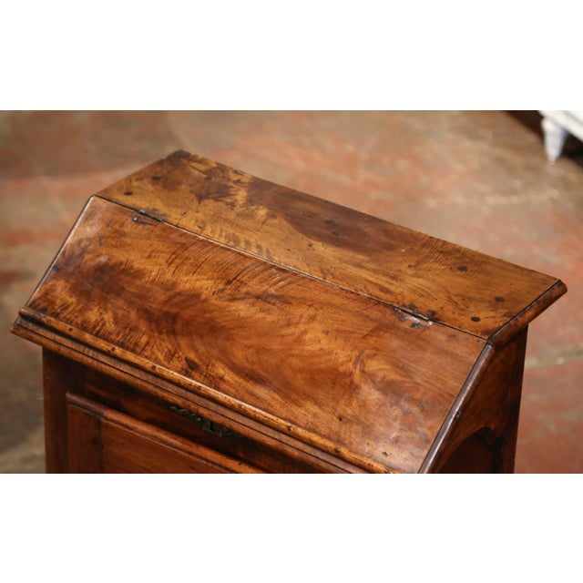 Mid-19th Century French Louis XIII Carved Walnut Prie-Dieu Prayer Kneeler For Sale - Image 4 of 13