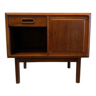 MId-Century Modern Walnut Side Table For Sale
