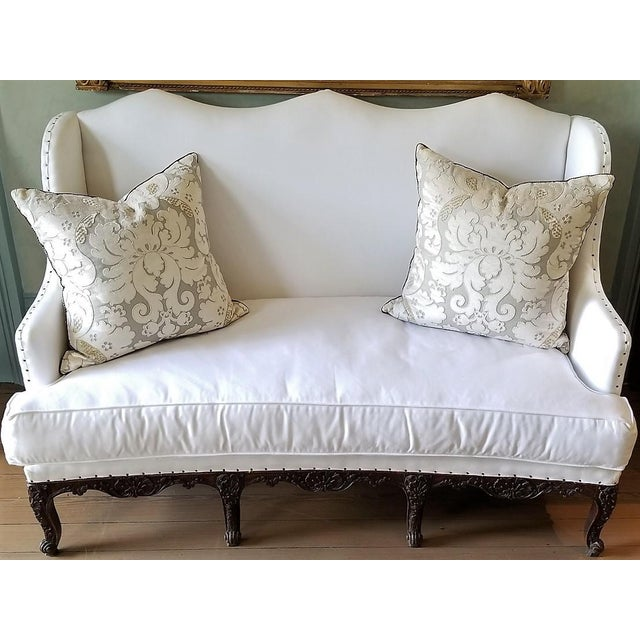 Early 18th Century 18th C Regence Banquette. New White Upholstery. For Sale - Image 5 of 5