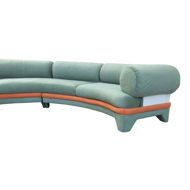 One-of-a-kind retro late 1970s circular curved sectional sofa attributed to Vladimir Kagan for Directional. Fully...