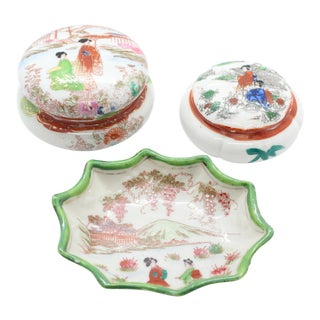 1940s Vintage Hand-Painted Japanese Pictorial Porcelain Vanity Set - 3 Pieces For Sale