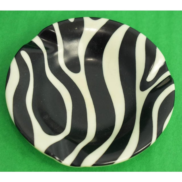 El Morocco Zebra Stripe Ashtray in Excellent Condition. Diameter: 4 1/4""