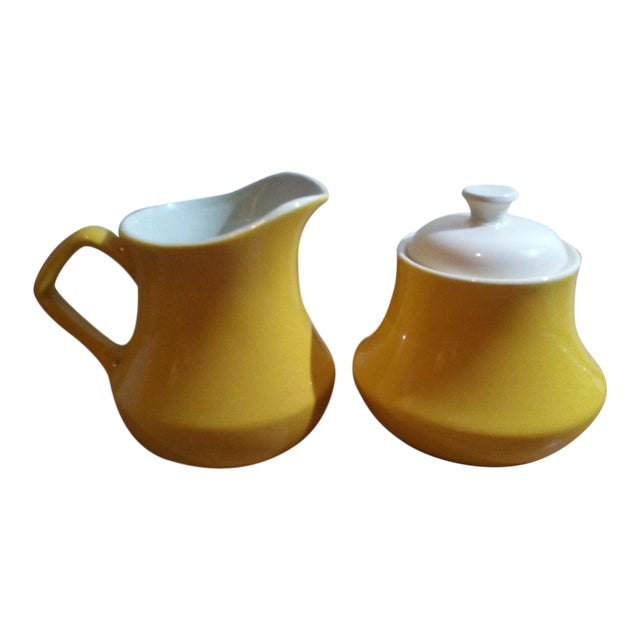 1900s Mid-Century Modern Yellow Ceramic Creamer and Lidded Sugar Bowl - 2 Piece Set For Sale
