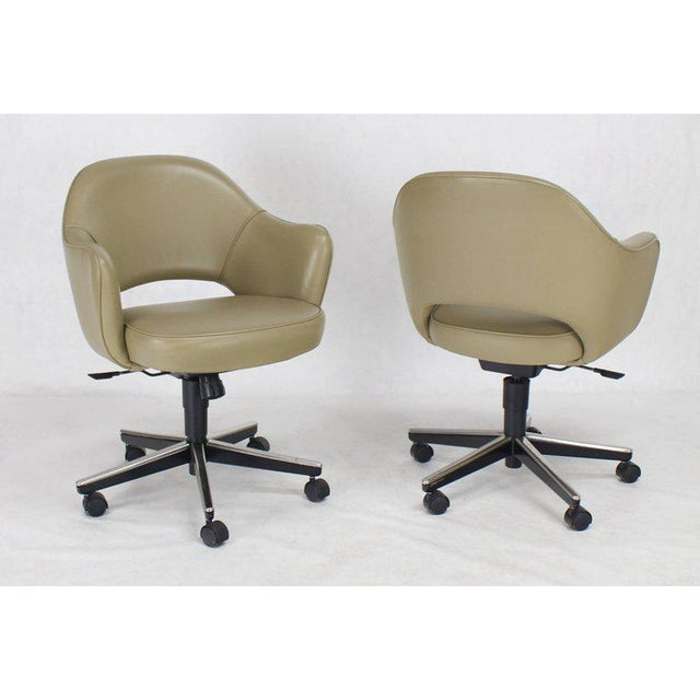 Mid 20th Century Set of Six Olive Leather Knoll Saarinen Executive Bucket Chairs For Sale - Image 5 of 10