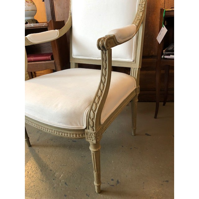 1900 - 1909 1900s Vintage Louis VI Style Gray Painted Bergere For Sale - Image 5 of 9
