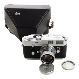 Vintage Leica M4 W/Leitz 5cm F:2 Summicron Rangefinder Camera For Sale