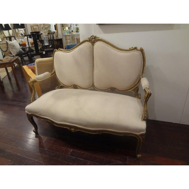 Shabby Chic Late 19th Century Italian Louis XV Style Giltwood Loveseat For Sale - Image 3 of 11
