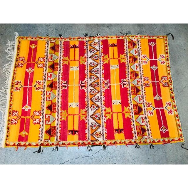 Moroccan Vintage Tribal Rug - 4′9″ × 6′11″ For Sale - Image 13 of 13