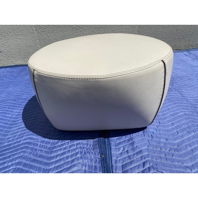 2004 Minotti Capri White Leather Chairs and Ottoman- 3 Pieces For Sale - Image 6 of 13