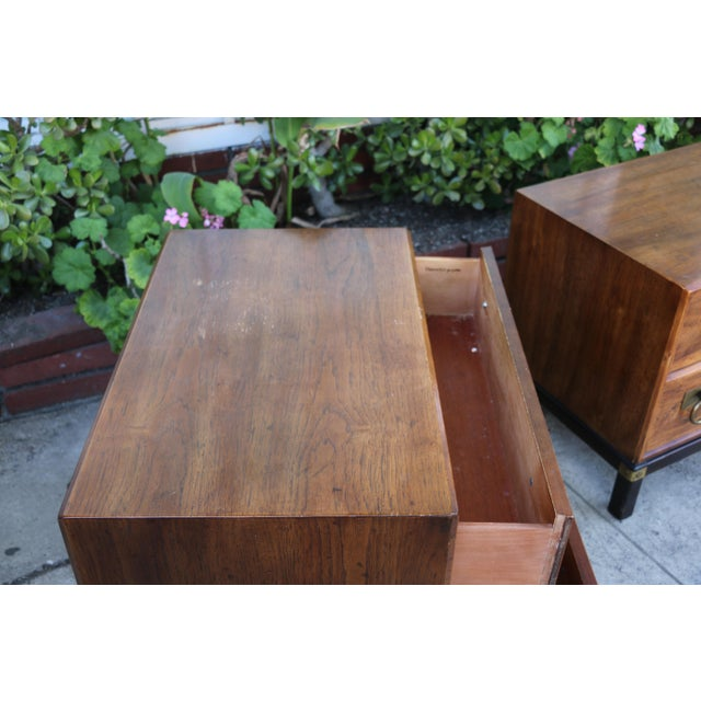 1970s Mid-Century Modern Henredon Nightstands with Brass Accent - a Pair For Sale In Los Angeles - Image 6 of 12