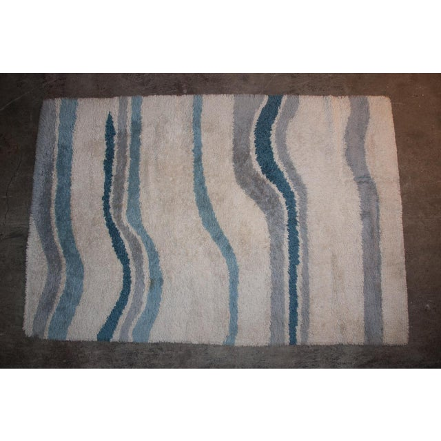 Mid 20th Century Circa 1960 Modern Danish Abstract Blue and White Wool Rya Rug - 5′7″ × 8′4″ For Sale - Image 5 of 5
