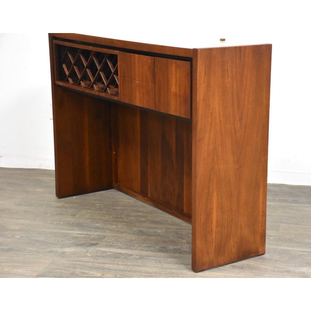 1960s Dillingham Walnut Mid Century Bar For Sale - Image 5 of 11