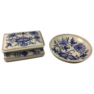 19th Century Renaissance Meissen Onion Pattern Trinket Box and Dish - 2 Piece Set For Sale