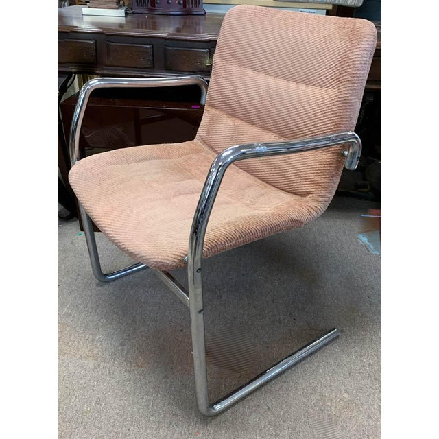 Bauhaus Mid Century Tubular Chrome Cantilevered Arm Chair in Pink For Sale - Image 3 of 6