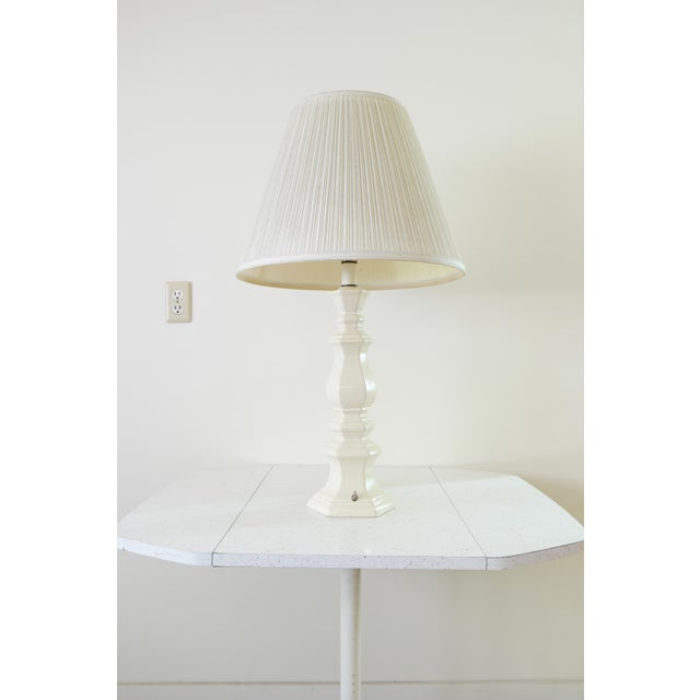 Here's a nice, timeless classic style table lamp. In great condition, lampshade and all. Not sure what year it was made,...