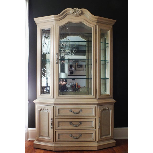 Thomasville Country French China Cabinet - Image 2 of 11