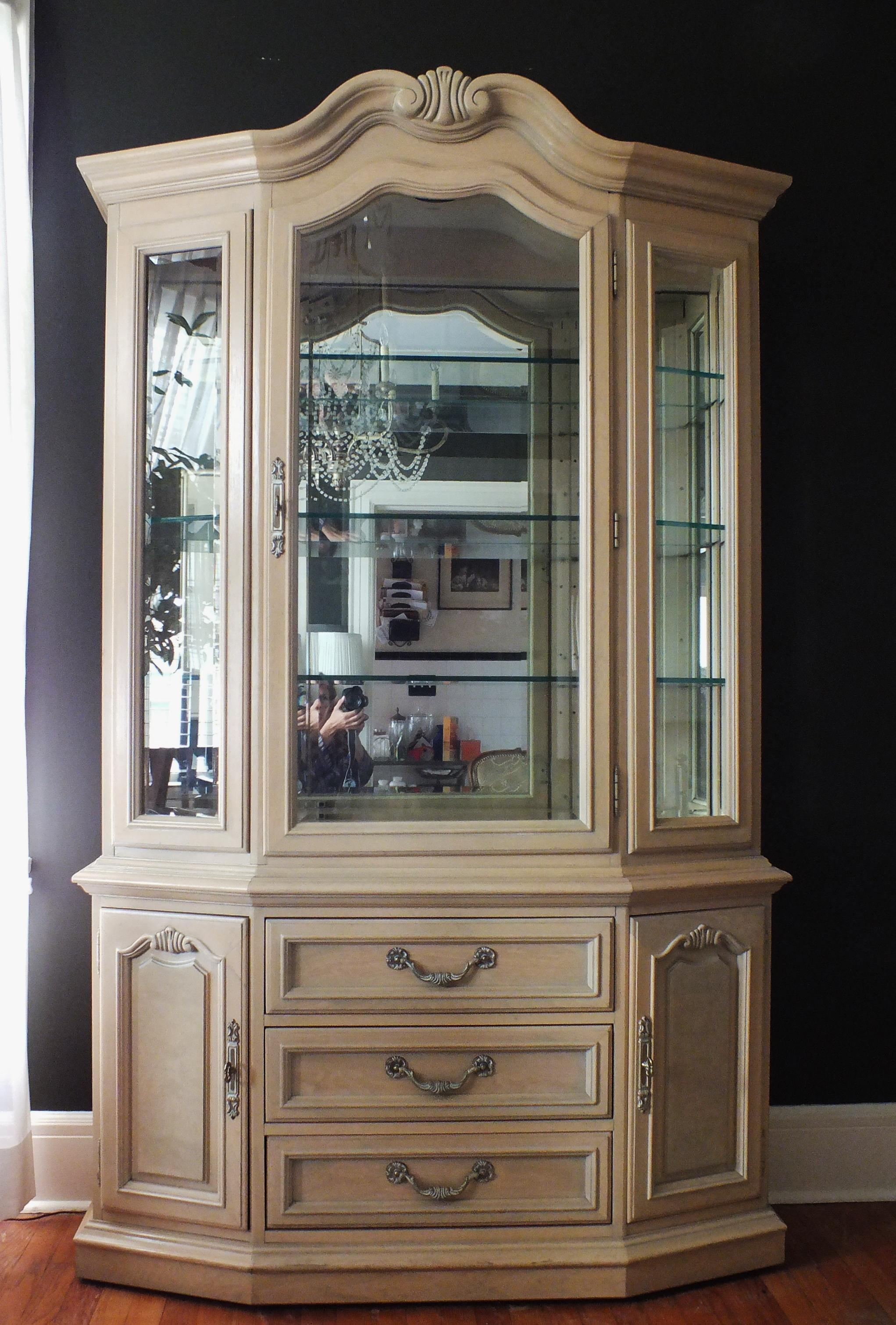 Attrayant An Absolutely Stunning Vintage Thomasville Furniture Country French Style  China Cabinet In Original Antique White Finish