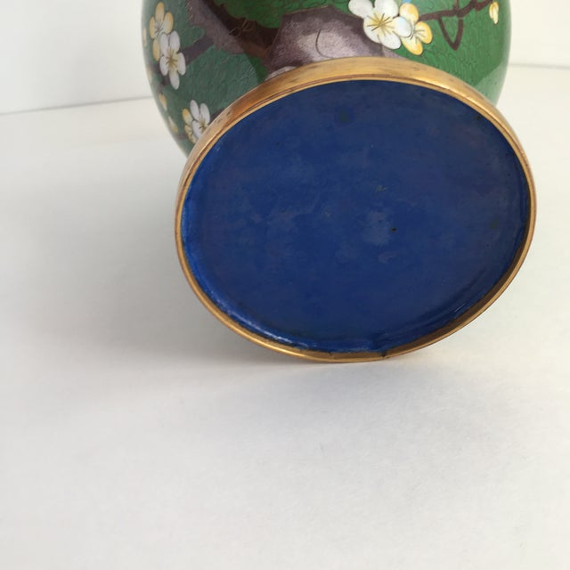 Blue 1960s Chinoiserie Kelly Green Large Cloisonné Vase For Sale - Image 8 of 10