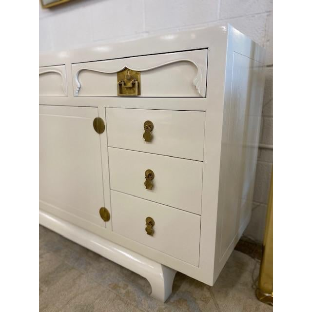 Chinoiserie Henredon Chinoiserie Painted White Credenza For Sale - Image 3 of 10