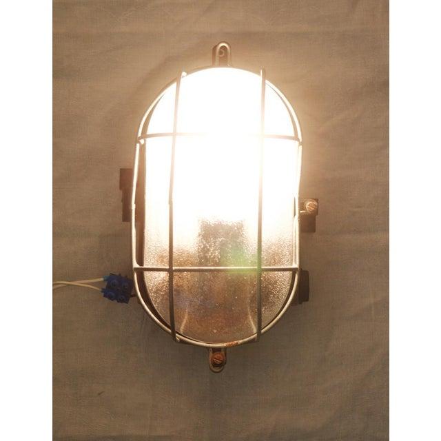 Industrial Industrial bakelite wall lamp, 1948 For Sale - Image 3 of 6