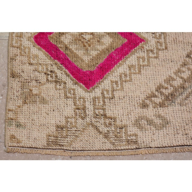 1950s 1950s Contemporary Tan Patterned Wool Rug, 3'4''x10' For Sale - Image 5 of 6