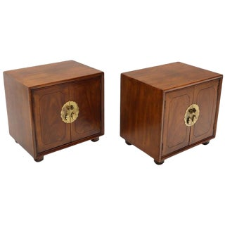 Pair of Mid-Century Modern Two Doors Nightstands by Henredon For Sale
