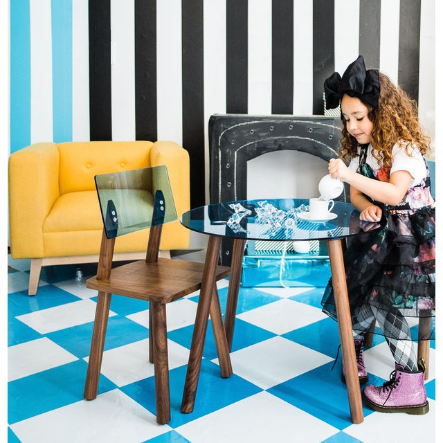 """Nico & Yeye Ac/Bc Small Round 23.5"""" Kids Table in Walnut With Blue Acrylic Top For Sale - Image 4 of 5"""