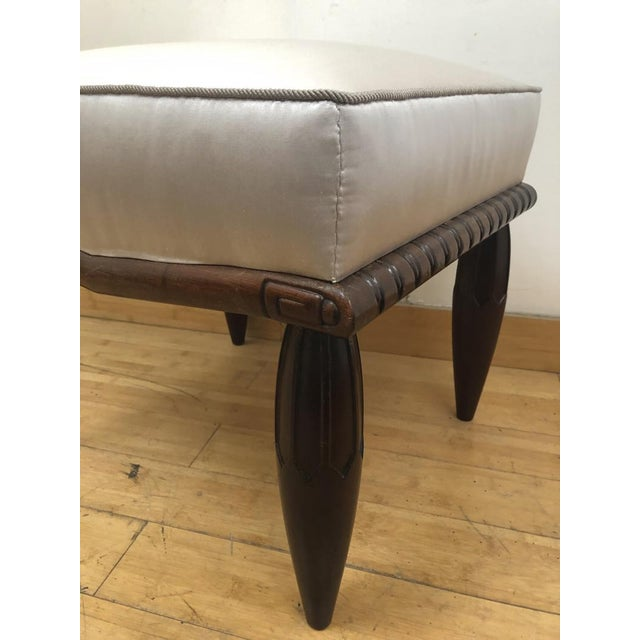 1930s Georges De Bardyere Art Deco Refined Carved Pair of Stools Newly Recovered in Skin Silk For Sale - Image 5 of 7