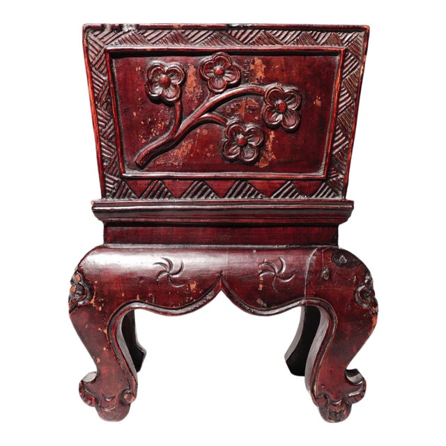 Chinese Decorative Lacquered Wood Jardiniere For Sale