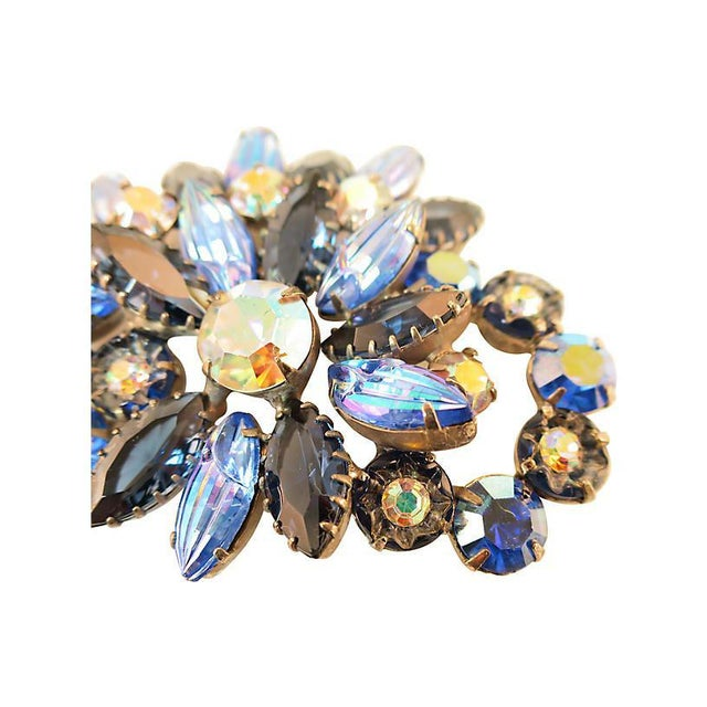 D&e Juliana Carved Blue Art Glass Brooch, 1960s For Sale - Image 4 of 7